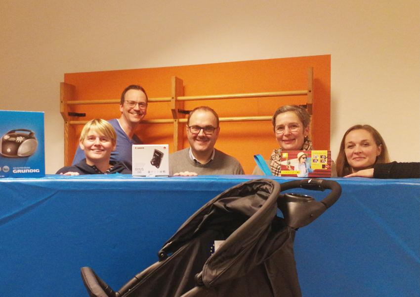 Übergabe einiger Sachzuwendungen im März 2019, im Bild von links: Melanie Glasmeyer, Jan Willand, Jürgen Cordes, Stephanie Willrich, Patricia Behluli